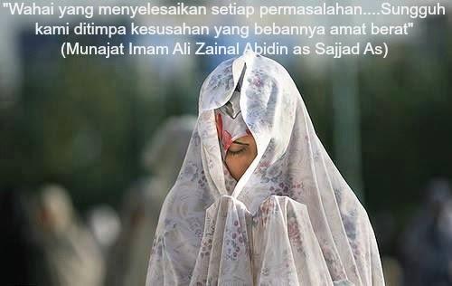 Perempuan Muslim Berdoa