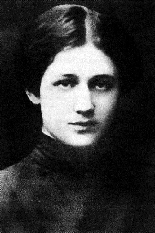 Anna Akhmatova 1904
